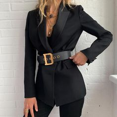 a belt around it is a popular fashion trend right now. It looks so stylish.Wrapping a belt around it is a popular fashion trend right now. It looks so stylish. Classy Outfits, Chic Outfits, Fashion Outfits, Fashion Trends, Formal Outfits, Work Outfits, Fashion Clothes, Summer Outfits, Inspired Outfits
