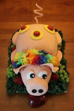 What a fun idea for a luau cake!-or for a hunger games party-just have the apple stuck to some-other wall