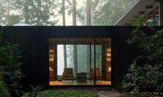http://www.spatiulconstruit.ro/articol/arhitectul-jim-olson-a-petrecut-55-de-ani-renovandu-si-cabana-din-puget-sound-object_id=20510