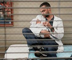 Immagine di gif, jackson avery, and baby japril Greys Anatomy Jackson, Greys Anatomy Cast, Greys Anatomy Memes, Jackson And April, Jackson Avery, Meredith And Christina, Lexie And Mark, Jessie Williams, Zack Y Cody
