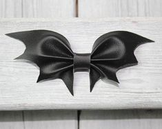 Mini BLACK BAT Halloween faux leather hair bows Murcielago Negro by CranberryPlace on Etsy Costume Halloween, Halloween Bats, Halloween Decorations, Black Bat, Pastel Goth, Pink Glitter, Leather Craft, Bridesmaid Gifts, Hair Bows
