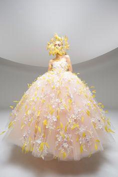 Giambattista Valli Spring 2020 Couture Fashion Show Collection: See the complete Giambattista Valli Spring 2020 Couture collection. Look 13