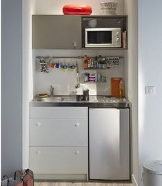 Ikea kitchenette and other top mini kitchens Studio Kitchenette, Kitchen And Kitchenette, Kitchen Cabinets, Kitchen Furniture, Kitchen Interior, Small Apartments, Small Spaces, Micro Kitchen, Kitchen Design Open