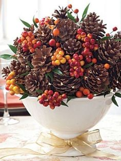 Thanksgiving crafts: How to make a rustic pinecone centerpiece with just a few materials! Will have to make this when all the pine cones go on sale in January :) Pinecone Centerpiece, Thanksgiving Centerpieces, Thanksgiving Crafts, Holiday Crafts, Pinecone Decor, Diy Centerpieces, Pine Cone Art, Pine Cone Crafts, Pine Cones
