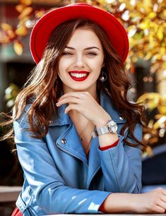 Are you always confused while choosing red outfits? Read on to know which colors go well with red clothes and check out the 11 outfit combinations. Chambray Blazer, Red Blazer, Turtleneck T Shirt, Black Turtleneck, Best Travel Pants, Animal Print Pants, Hipster Looks, Red And Teal, Classy Outfits
