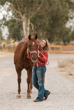 Cute Horse Pictures, Horse Senior Pictures, Horse Photos, Senior Pics, Horse Girl Photography, Equine Photography, Photography Poses, Foto Cowgirl, Cowgirl And Horse