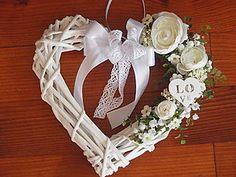 Dekorácie - Srdce so smotanovými kvietkami a srdiečkom - 5525268_