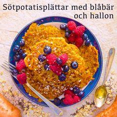 Sötpotatisplättar med blåbär och hallon! Receptet hittar du i meny 17. Hoppas att du får en härlig dag! 😊