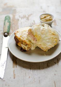 ハムとチーズがトロ~リ、美味しそうなクリックムッシュ。