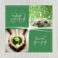 Zakelijke kerstkaart met groene wereldbol in handen en groen kerststukje met kaars. Mooie sfeervolle kerstkaart als u internationaal zaken doet.