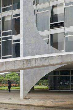 Government Palace  Plaza dos Tres Poderes, Brasilia    Architect: Oscar Niemeyer 1958  Landscape architect: Roberto Burle Marx