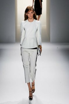 This is why you cant go wrong with Calvin Klein. A classic runway.