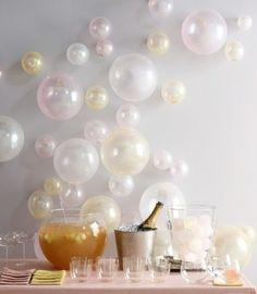 Palloncini di colore chiaro da parete