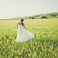 The bride's A-line gown looked romantic, modern and vintage simultaneously, making it a complementary addition to the wedding style.