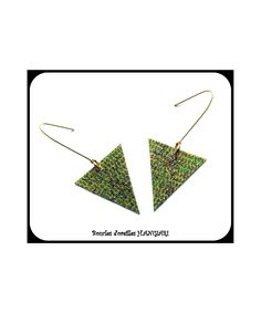 Boucles d'oreilles vertes, simili-cuir et paillettes, forme triangulaire, H.Angiari~Green earrings, faux leather and sequins, triangular shape, H.Angiari