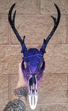 ideasanimal painting animal skulls horns ideas new New Painting Animal Skulls Horns IdeasanimalYou can find Skulls and more on our website Painted Animal Skulls, Deer Skull Art, Skull Crafts, Grandeur Nature, Antler Art, Skull Painting, Animal Bones, Bone Carving, Skull Design