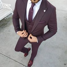 Ideas For Moda Masculina Formal Suits Menswear Terno Slim Fit, Burgundy Suit, Maroon Suit, Purple Tuxedo, Purple Man, Prom Tuxedo, Purple Suits, Burgundy Fashion, Black Suits
