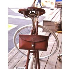 !!LOVE!! Brooks and bike bags are always a good combination :-)  #Brooks #Leather #Bicycles #Bags #Thebikemsg