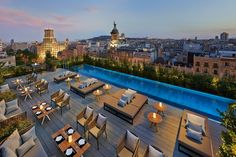 Mandarin Oriental Barcelona on Passeig de Gràcia is an exclusive design hotel. Mandarin Oriental Barcelona hotel offers a Michelin restaurant & luxurious spa. Mandarin Oriental, Restaurant Club, Rooftop Restaurant, Hotel Rooftop Bar, Luxury Restaurant, Hotel W, Hotel Pool, Hotel Swimming Pool, Rooftop Dining
