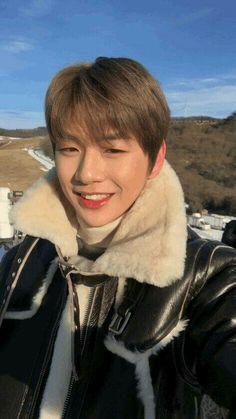 Kang Daniel Wanna One Ulzzang Couple, Ulzzang Girl, Couples Modeling, Daniel Day, Prince Daniel, Kim Jaehwan, Ha Sungwoon, Fandom, Love At First Sight