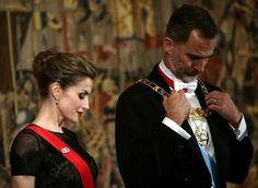 Os reis de Espanha estão de visita a Portugal e jantaram, esta segunda-feira, em Guimarães com algumas figuras espanholas e portuguesas.