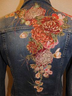 Estilo Jeans, Mode Jeans, Denim Ideas, Denim Crafts, Painted Clothes, Embroidered Clothes, Denim And Lace, Denim Fashion, Textiles
