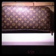 Brown wallet zip around Used 2 times max zip around wallet good condition. Has no rips or tears lots of slots for credit cards change ect. Super cute not a Lv wallet. Thanks Brown wallet  Bags Wallets