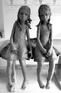 by Jurga Martin___ sculpture ( terra cotta & bronzo) . Belle sculpture d'enfants un peu tristoune !