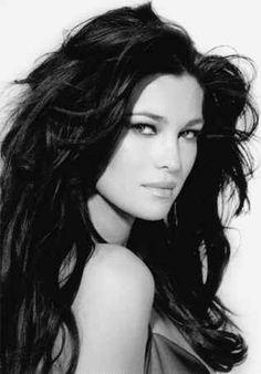 Manuela Arcuri es una modelo y una actriz italiana. Nacida el 8 de enero de 1977. En 2001 participó en la película de Vicente Aranda, Juana La Loca, interprentando a Aixa.