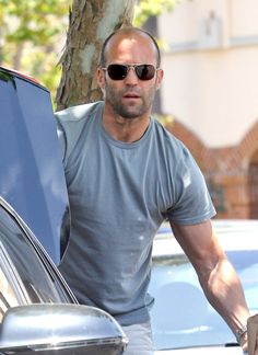 Jason Statham Photos - Jason Statham Stocks Up on Beer - Zimbio