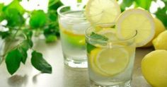 The health benefits of drinking lemon water, and drinking warm lemon water. These little superfruits can really change your life, just by drinking a glass of lemon water once or more a day! Drinking Warm Lemon Water, Lemon Water In The Morning, Lemon Water Benefits, Lemon Health Benefits, Garlic Benefits, Herbalife, Healthy Drinks, Stay Healthy, Detox Drinks