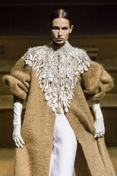 Stéphane Rolland at Couture Fall 2018 - Runway Photos Stephane Rolland, Plain Girl, Trends, Wedding Story, Models, High End Fashion, Donna Karan, Ball Dresses, Fall 2018