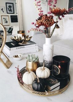 The perfect moody coffee table styling for and on into November! by Anum Tariq The post The perfect moody coffee table styling for and on into November! appeared first on Dekoration. Coffee Table Styling, Decorating Coffee Tables, Tray Styling, Easy Home Decor, Cheap Home Decor, Diy Home, Home Decor Accessories, Decorative Accessories, Coffee Table Accessories