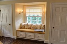 ideas bedroom closet remodel window seats for 2019 Small Space Living, Small Spaces, Window Benches, Window Seats, Closet Bedroom, Bedroom Decor, Discount Bedroom Furniture, Closet Remodel, Residential Architect