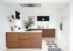 Læringskurven har vært bratt, men gevinsten stor for paret fra Drammen. Kitchen Designs Photos, Kitchen Images, Kitchen Pictures, Modern Kitchen Cabinets, Kitchen Cabinet Colors, Toy Kitchen, Cool Kitchens, Wooden Kitchens, Small Kitchens