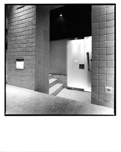 AGUIIRE NEWMAN Headquarters, Madrid. © Ana Muller, fotográfo. allende arquitectos 1999-2002 Open House Madrid, Bathroom Lighting, Mirror, Furniture, Home Decor, Architects, Bathroom Light Fittings, Bathroom Vanity Lighting, Decoration Home