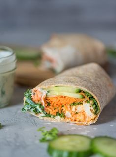Vegan buffalo cauliflower wraps with vegan ranch dressing. These are easy to make and can be made gluten-free. This recipe is perfect for a healthy vegan lunch or served with sweet potato fries for a delicious plant-based dinner. Baked Buffalo Cauliflower, Vegan Cauliflower, Cauliflower Wings, Clean Eating Snacks, Healthy Eating, Healthy Cooking, Healthy Food, Healthy Superbowl Snacks, Healthy Lunches