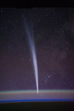 Comet Lovejoy, Earth's Horizon  (NASA, International Space Station, 12/22/11)