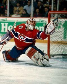 Frédéric Chabot a fait ses débuts dans la LNH le 31 janvier 1991 alors qu'il a été appelé à remplacer André Racicot lors d'un match contre les Bruins, disputant un total de trois matchs cette saison-là. Chabot a disputé deux autres parties avec les Canadiens lors des deux saisons suivantes avant d'être échangé aux Flyers de Philadelphie en retour d'une somme d'argent le 21 janvier 1994. Hockey Goalie, Hockey Teams, Ice Hockey, Hockey Sport, Montreal Canadiens, Nhl, Goalie Mask, Masked Man, Club
