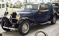 La Bugatti Type 49, cette automobile de collection fut produite de 1930 à 1934 son moteur d'une cylindrée de 3,2 l développés 88 ch, elle pesait 1450 kg, et pourrait atteindre la vitesse de 132 km/h.