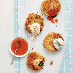 Fried Green Tomatoes - Lighten Up! Get that familiar golden crunch of fried green tomatoes with heart-healthy oil and a nonstick pan. Green Tomato Recipes, Vegetable Recipes, Healthy Southern Recipes, Healthy Recipes, Southern Food, Simple Recipes, Healthy Eats, Green Tomatoes, Appetizer Recipes