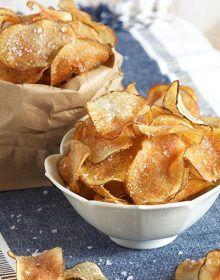 Easy Salt and Vinegar Potato Chips - The Suburban Soapbox - Snacks - Potatoes Recipes Oven Potato Chips, Potato Chips Homemade, Fried Potato Chips, Salt And Vinegar Potatoes, Salt And Vinegar Potato Chips Recipe, Salt And Vinegar Crisps, Frozen Waffles, Kettle Chips, Snack Recipes