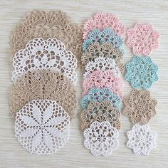 64 Mini Carpetas circulares en crochet (Patrones) Learn the rudiments of how to crocheting, at the v Filet Crochet, Mandala Au Crochet, Crochet Doily Patterns, Thread Crochet, Crochet Doilies, Crochet Flowers, Crochet Stitches, Knitting Patterns, Knit Crochet