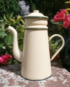 French Vintage enameled coffeepot par FrenchVintageByManue