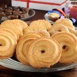 Fursecuri daneze cu vanilie Romanian Desserts, Romanian Food, My Recipes, Sweet Recipes, Cookie Recipes, Homemade Sweets, Breakfast Snacks, Food Cakes, Cake Cookies