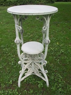 Painting Wicker Furniture, Rattan Furniture, Antique Furniture, Bamboo Canes, Painted Wicker, White Wicker, Victorian Homes, Vintage Accessories, Wrought Iron
