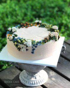 """좋아요 87개, 댓글 9개 - Instagram의 RHODE 로데플라워케이크(@rhode_flowercake)님: """". . . . ▫️design cake ▫️천연가루로 조색하는 로데 케이크입니다. . . . #앙금플라워 #수제케이크 #플라워케이크 #베이킹클래스 #기념일 #강서 #취미 #공방…"""""""