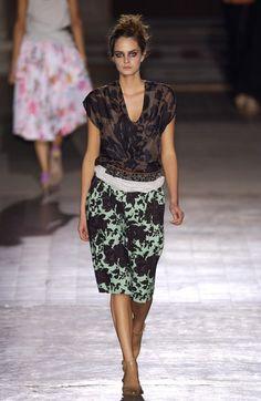 Dries Van Noten at Paris Fashion Week Spring 2003 - Livingly