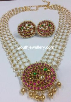 Pearls Chain with Ruby Pendant - Jewellery Designs Indian Jewellery Design, Bead Jewellery, Pendant Jewelry, Beaded Jewelry, Handmade Jewelry, Jewelry Design, Designer Jewellery, Gold Jewelry, Jewelery