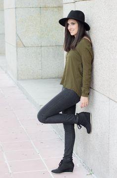 Look con sneakers y camisa verde militar #kissmylook